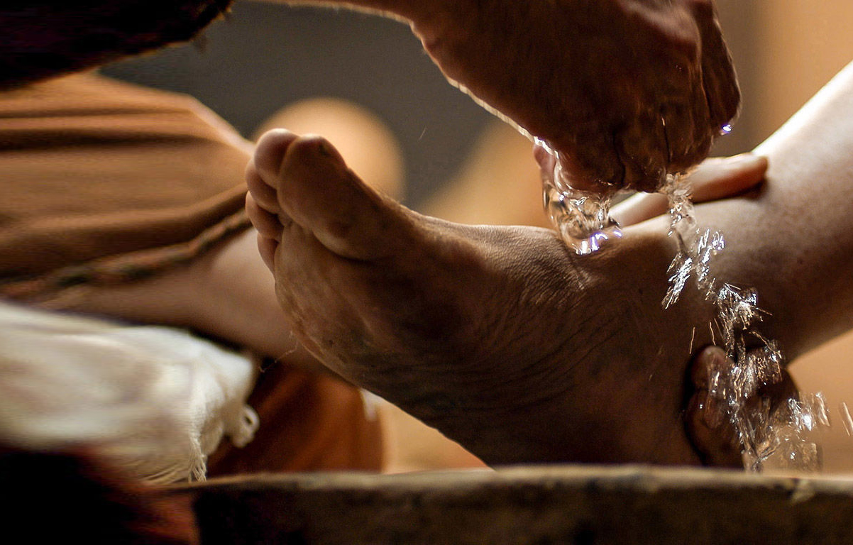 004-jesus-washes-feet